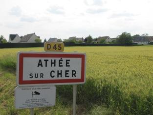 À l'entrée d'Athée -sur-Cher