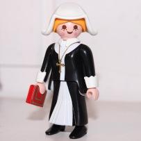 Une nonne (avec un foulard pour plaire aux laïcards)