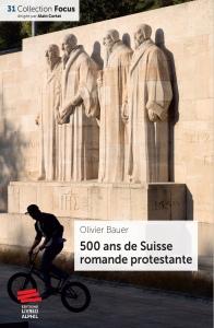 Couverture du livre 500 ans de Suisse romande protestante. Un cycliste fait des acroobaties devant le Mur des Réformateurs à Genève